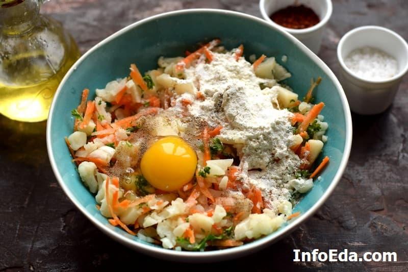 Котлеты из цветной капусты - яйцо и мука