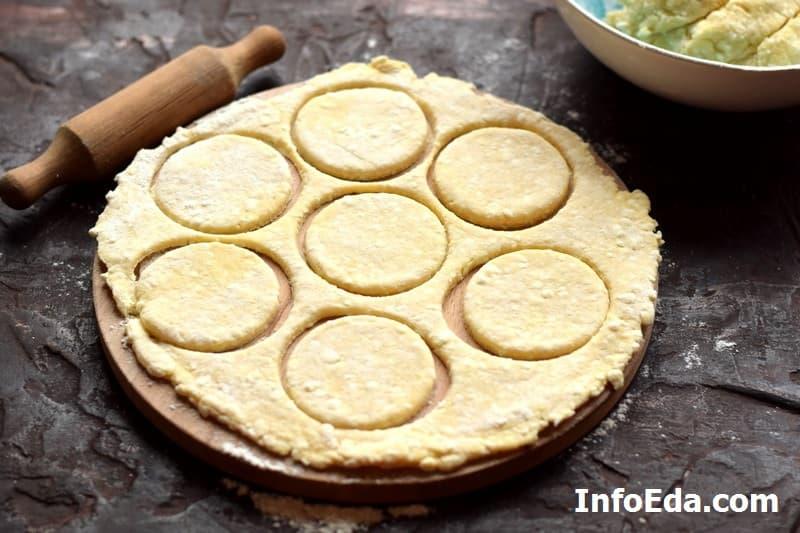 Печенье Гусиные лапки - делаем кружочки из теста