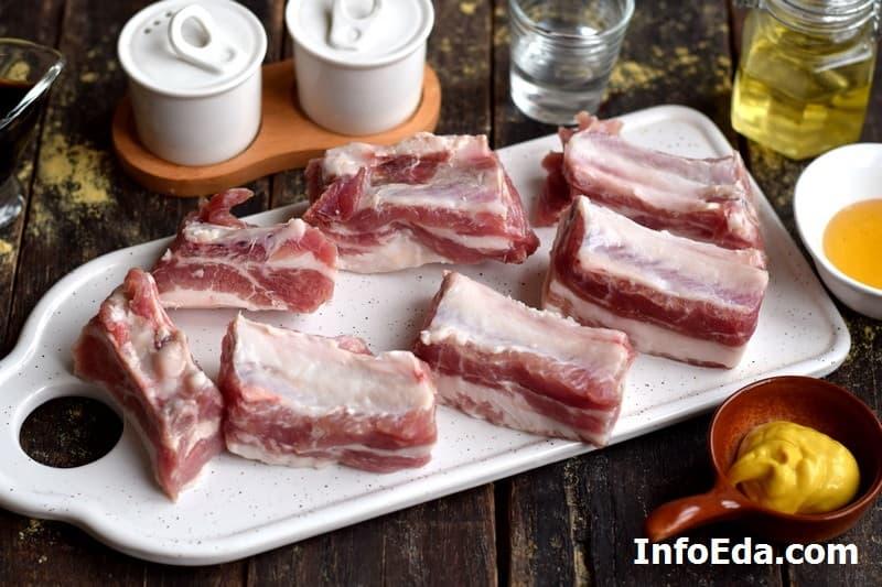 Свиные ребра в духовке - нарезаем ребра