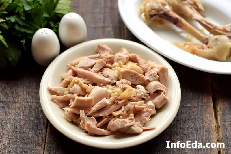 Отделяем куриное мясо от кости
