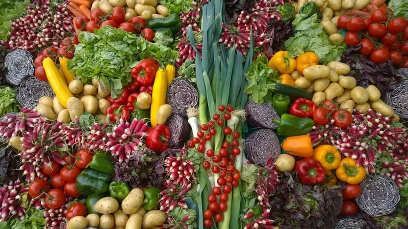 Свежие овощи в кожуре
