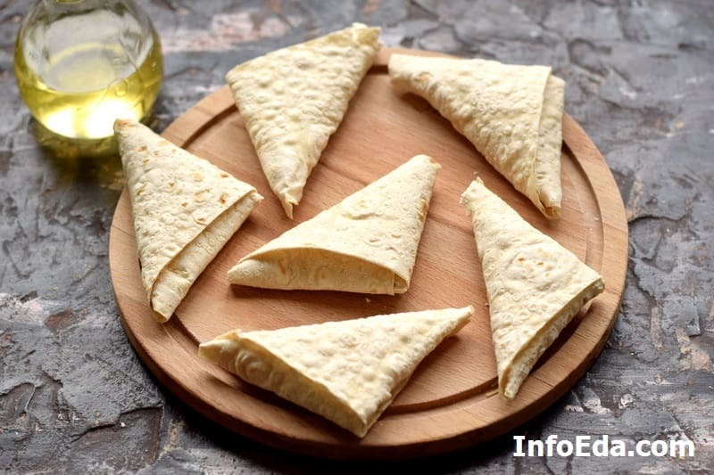 Треугольные конвертики из лаваша