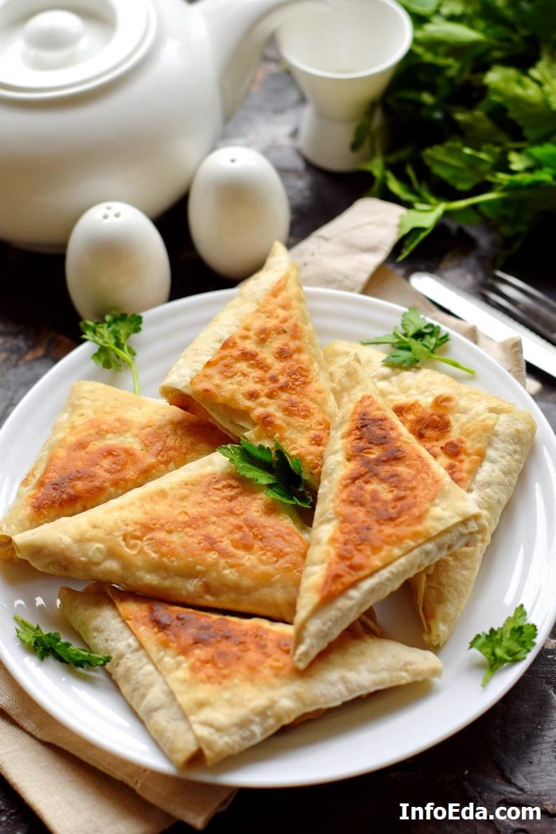 Треугольники из лаваша с сыром и зеленью