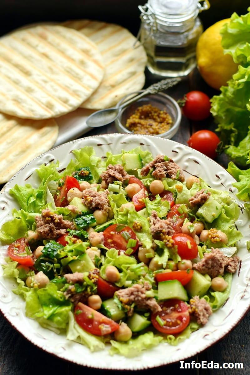 Средиземноморский салат из овощей и тунца