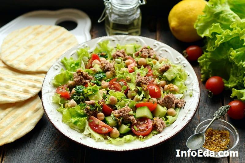 Средиземноморский салат с тунцом