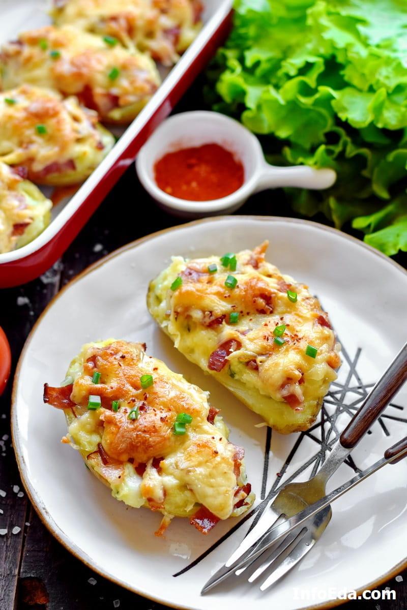 Запеченные лодочки из картофеля с сыром и беконом