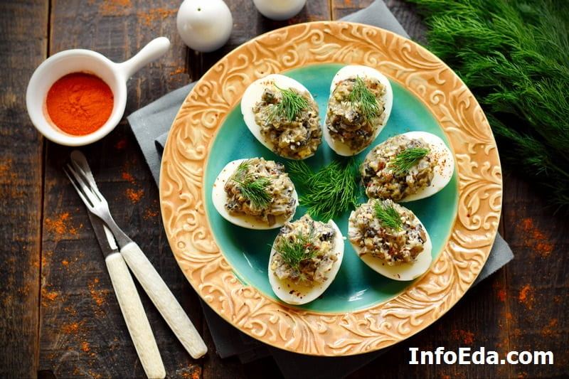 Яйца фаршированные грибами и луком