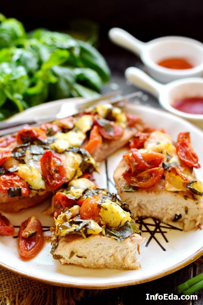 Запеченные куриные грудки с моцареллой и помидорами