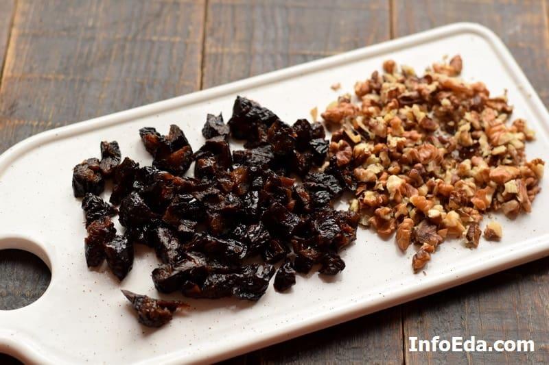 Нарезка чернослива и грецких орехов