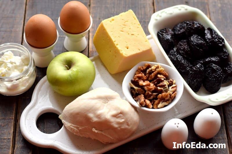 Ингредиенты для салата из курицы и чернослива