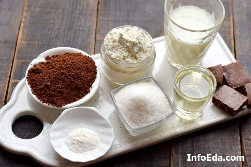 Ингредиенты для шоколадного кекса в кружке